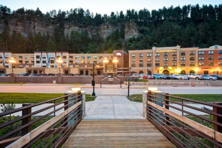 Tru by Hilton | New Deadwood Hotel | Exterior